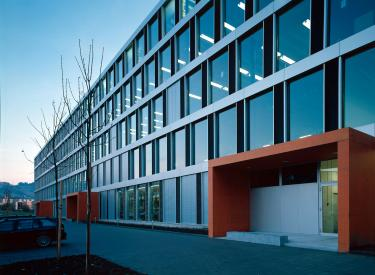 Produktions und b rogeb ude belimo hinwil bob gysin partner bgp - Bob gysin partner bgp architekten ...